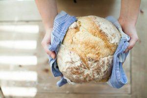 Ketika Seorang Pemuda Mendapat Ampunan Allah Lewat Sepotong Roti