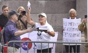 Aktivis Anti Islam Norwegia Merobek dan Ludahi al-Quran, Demo Berujung Bentrok