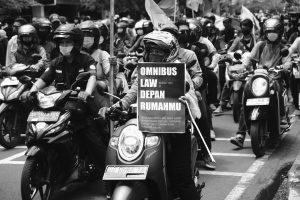 #JogjaMemanggil: Foto Demo Tolak Omnibus Law UU Cipta Kerja di Malioboro Jogja