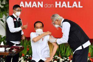 Menyoal Siaran Langsung Vaksinasi Pak Jokowi