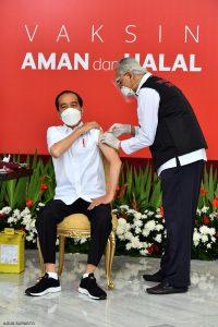 Deg Degan Melihat Jokowi Divaksin & Narasi Hoaks Vaksin yang Perlahan Membunuh Kita